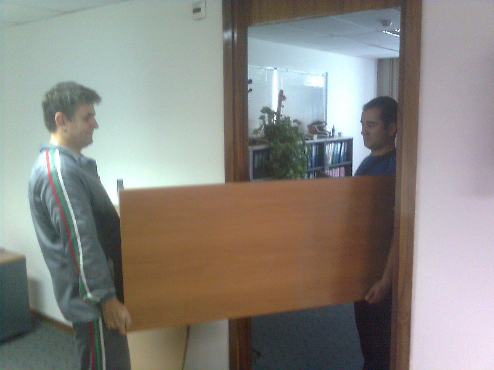 Хамали София Преместване на шкаф